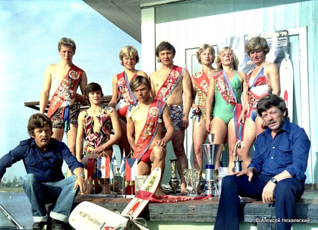 Братья Нехаевские с командой воднолыжников (1979)