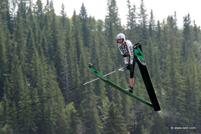 Clementine Lucine (Франция) лидирует в прыжках с трамплина на Чемпионате мира 2009 по водным лыжам