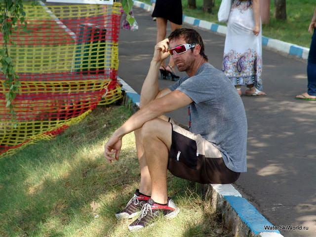 Крис Пэрриш (Chris Parrish) наблюдает за соперниками на Чемпионате мира 2011