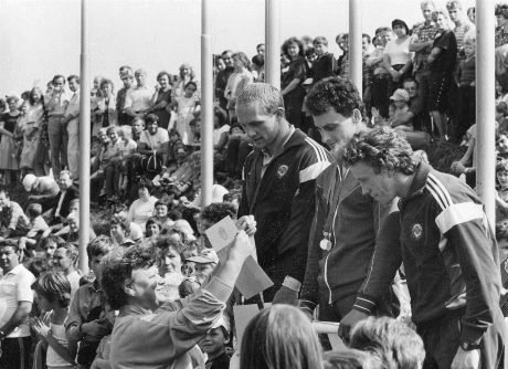 Дмитрий Яськевич (крайний слева) на пьедестале почета Кубка СССР в Дубне, 1984 (фото Юрия Туманова)