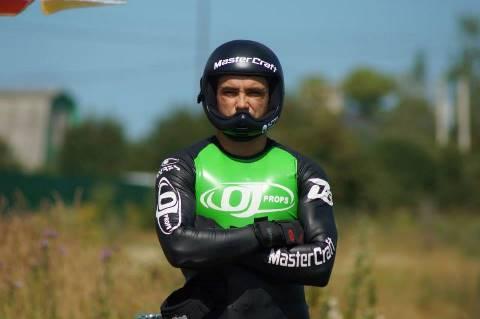 Фредди Крюгер перед победным прыжком (фото Юрия Нехаевского)