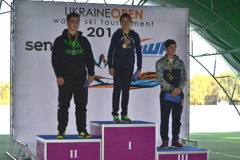 Победитель и призеры Elite Round  в прыжках с трамплина: София Максименкова, Егор Арефьев, Данило Фильченко
