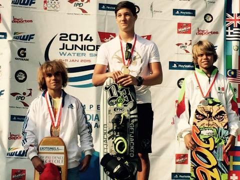 Данил Фильченко, Patricio Font и Lindsay Bordier на подиуме чемпионата мира среди юниоров (фото Water Ski Canada Team)