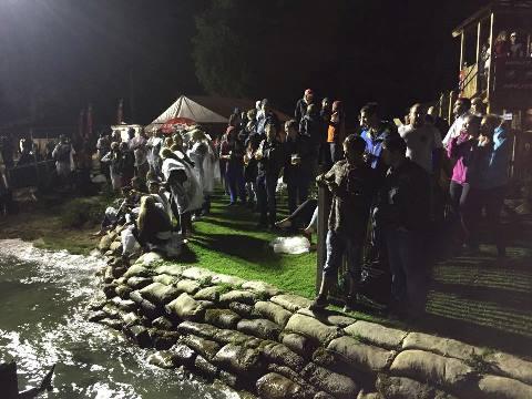 Болельщики на ночных прыжках (фото Stokes Skis)