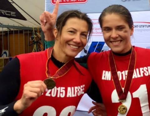 Чемпионка Европы 2015 в слаломе Ирина Дымонт (справа) и бронзовый призер Ирина Турец (фото из ФБ Юлии Мейер)