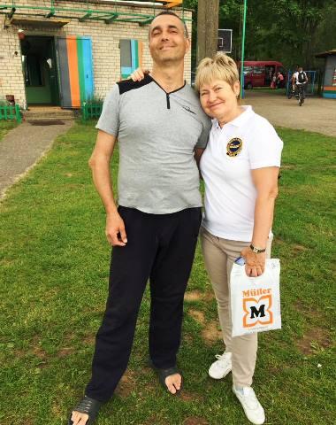 Главный судья турнира Инесса Потэс и главный гомологатор Дмитрий Горщарук, чемпион в слаломе 35+. Фото Аркадия Генова