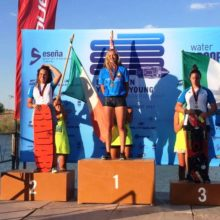 Александра Данишевская на подиуме чемпионата Европы до 21 года. Фото Итальянской федерации водных лыж и вейкборда