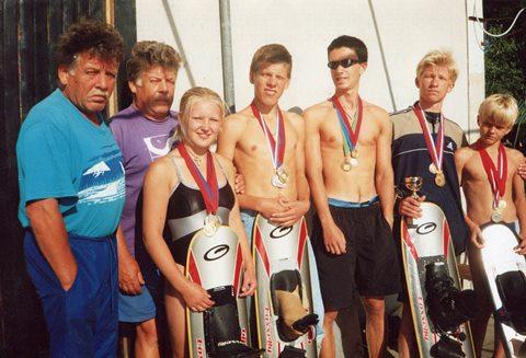 Валерий и Юрий Нехаевские со своими последними воспитанниками. Они успели стать чемпионами России, призерами студенческого чемпионата мира и первенства Европы. Фото автора