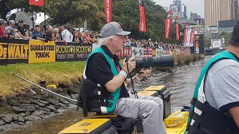 Des Burke-Kennedy пишет фотолетопись турнира. Фото Andy Hill