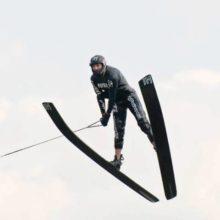 В полете Игорь Морозов. Фото Марии Зылёвой