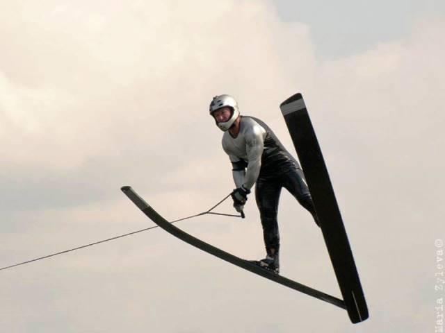 В полете рекордсмен России и вице-чемпион Европы 2017 Владимир Рянзин. Фото Марии Зылёвой