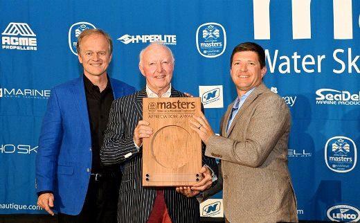 Bill Yearigin и Greg Meloon вручили Des Burke-Kennedy памятную табличку Masters. Фото из ФБ