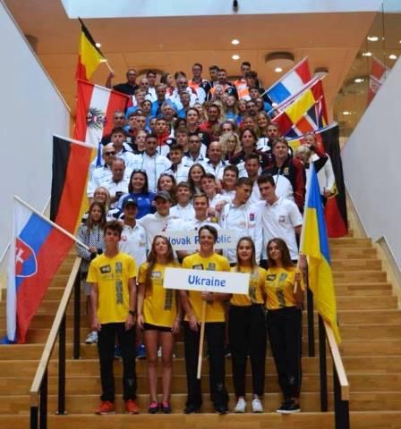 Команда Украины - серебряный призер юниорского чемпионата Европы за электротягой. Фото из ФБ Евгения Кравченко