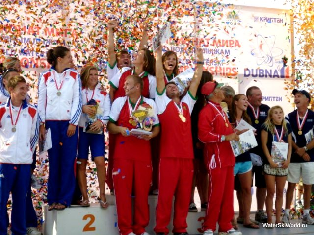 Триумфальное завершение чемпионата мира 2011 в Дубне. Фото Юрия Нехаевского